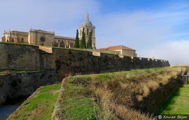 Un paseo por la muralla y el r o en ciudad rodrigo for Oficina de turismo ciudad rodrigo