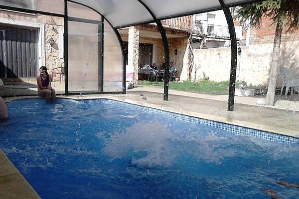 Casa rural los tulipanes for Casa rural con piscina cubierta