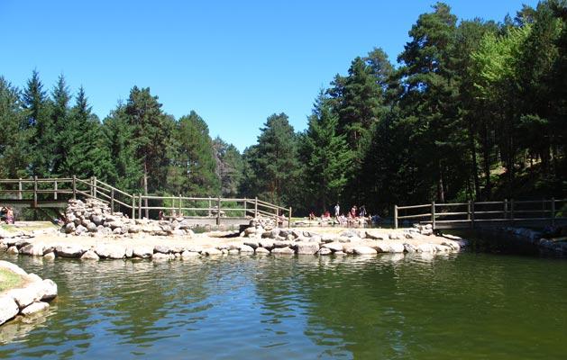 Sendero el chorro de navafr a segovia for Navafria piscinas naturales