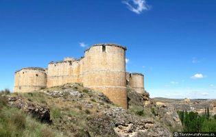 Fortaleza junto al barranco sobre el río Escalote