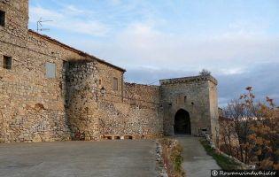 Muralla y Puerta de entrada a Rello.