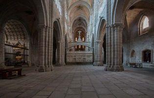 Nave central y coro - Catedral de Ávila