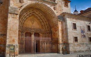 Portada principal - Catedral de El Burgo de Osma
