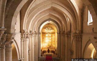 Nave central y retablo - Catedral vieja de Salamanca