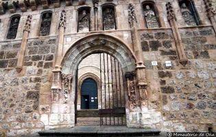Entrada Iglesia San Salvador de Oña