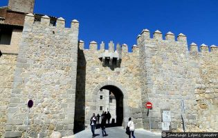 Puerta de la Santa - Muralla de Ávila