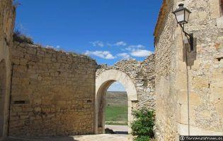 Puerta de entrada a Rello