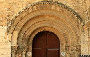 Portada Iglesia del Monasterio de San Isidro de Dueñas
