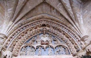 Tímpano Iglesia de la Hiniesta