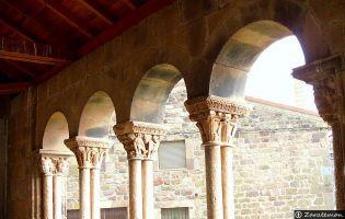 Portico Iglesia Jaramillo de la Fuente