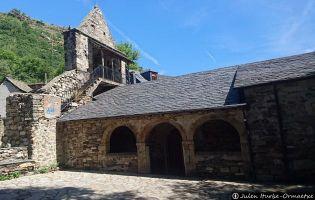 Iglesia porticada - Colina del Campo
