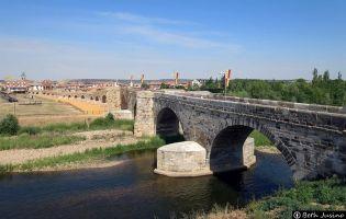 Puente Hospital de Órbigo