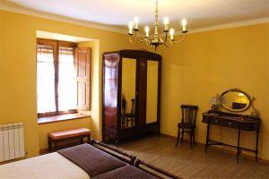Casa rural con historia y muebles de época