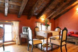 Casa rural con mobiliario original restaurado - Botica Gomelia