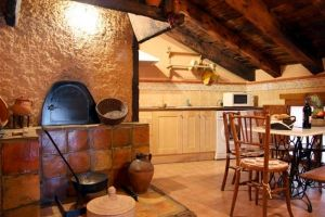 Casa rural con Horno de leña para hacer par - Botica Gomelia