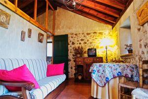 Salón Casa rural La Cabaña de Polendos