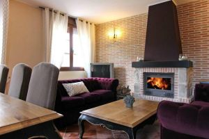 Casa rural con chimenea de leña, barbacoa y cocina totalmente equipada - Hontoria del Pinar - Burgos