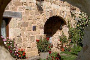Casa rural con Rocódromo-Maderódromo y sala de juegos en Canicosa de la Sierra - Burgos