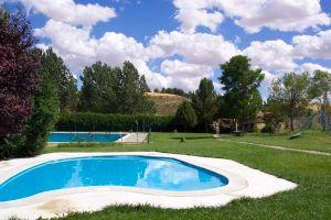 Piscina municipal, Campo de golf, Senderismo - Actividades Casa rural El Mirador de Cilleruelo