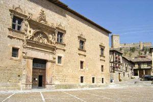 Casa rural para 12 - 18 personas en el precioso pueblo de Peñaranda de Duero - Burgos