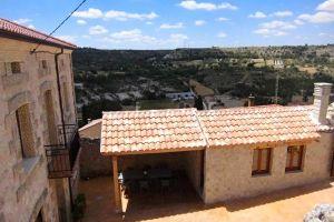 Casa rural con capacidad para 10 personas con patio, jardín y barbacoa al norte de la provincia de Segovia