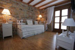 Alojamiento rural con 10 amplias habitaciones en Quintanar de la Sierra - Burgos