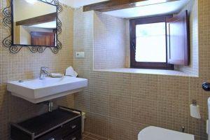Habitaciones con baño propio - Casa rural Río Lunada - Espinosa de los Monteros