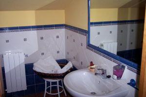 Habitaciones con baño completo - Casa rural La Serna en Pedrosa de Valdeporres