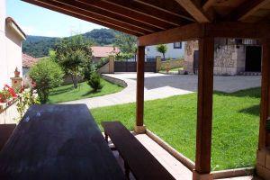 Casa rural con porche y amplio jardín con barbacoa en Las Merindades - Burgos