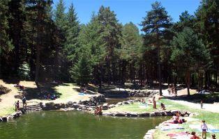 Zona de baño en Segovia - Piscinas naturales del Río Cega - El Chorro de Navafría