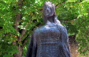 Qué ver en Covarrubias - Estatua homenaje a la Princesa Kristina