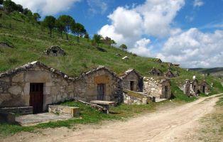 Qué visitar en Fuentidueña - Bodegas tradicionales excavadas en la roca - Segovia