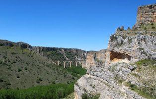 Carretera de acceso a la Presa del Embalse de Linares