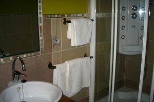 Baño completo con hidromasaje - Hotel rural La Pradera en Las Merindades