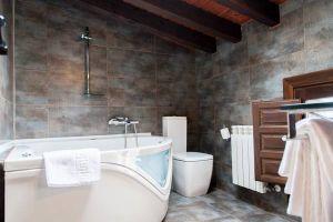 Habitación con bañera de hidromasaje - Hotel rural Princesa Kristina - Covarrubias - Burgos