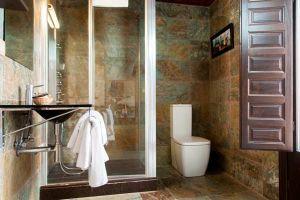 Baño incluido en todas las habitaciones - Hotel rural Princesa Kristina en Covarrubias - Burgos