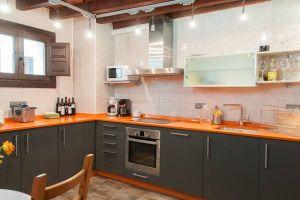 Moderna cocina con gran capacidad - Hotel rural Princesa Kristina en Covarrubias - Burgos