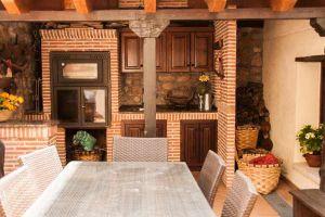 Terraza privada con asador y barbacoa - Hotel rural Princesa Kristina en Covarrubias - Burgos