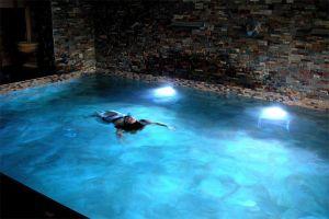 Piscina de chorros, cascadas y contracorrientes - Hotel rural Kinedomus Bienestar