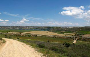 Paso del sendero bajo la vía del tren - Maderuelo