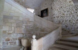 Escalera principal - Hospedería Monasterio de La Vid - Burgos