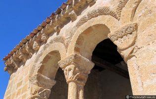 Detalle Arcos románicos Iglesia de San Ginés - Rejas de San Esteban