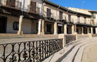 Gradas de piedra y barandales - Coso de la Plaza Mayor de Riaza