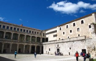 Castillo Medieval de Cuéllar - Instituto Duque de Alburquerque