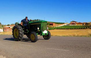 Tractor clásico en la Ribera del Duero - Mambrilla de Castrejón