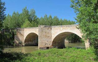 Puente medieval sobre el río Duero