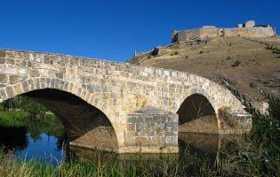 Puente romano sobre el río Ucero y Castillo de Osma - Tierras del Burgo
