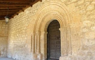 Qué ver en San Esteban de Gormaz - Portada Iglesia de San Miguel