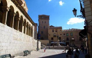 Monumentos en Segovia - Estatua Juan Bravo y Torreón de los Lozoya