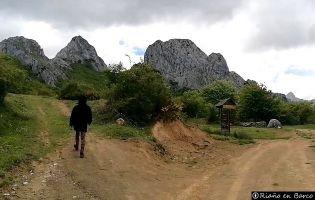 Sendero a la Cueva de la Vieja del Monte